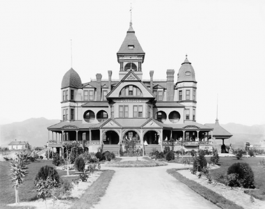 Victorian Homes in the San Fernando Valley